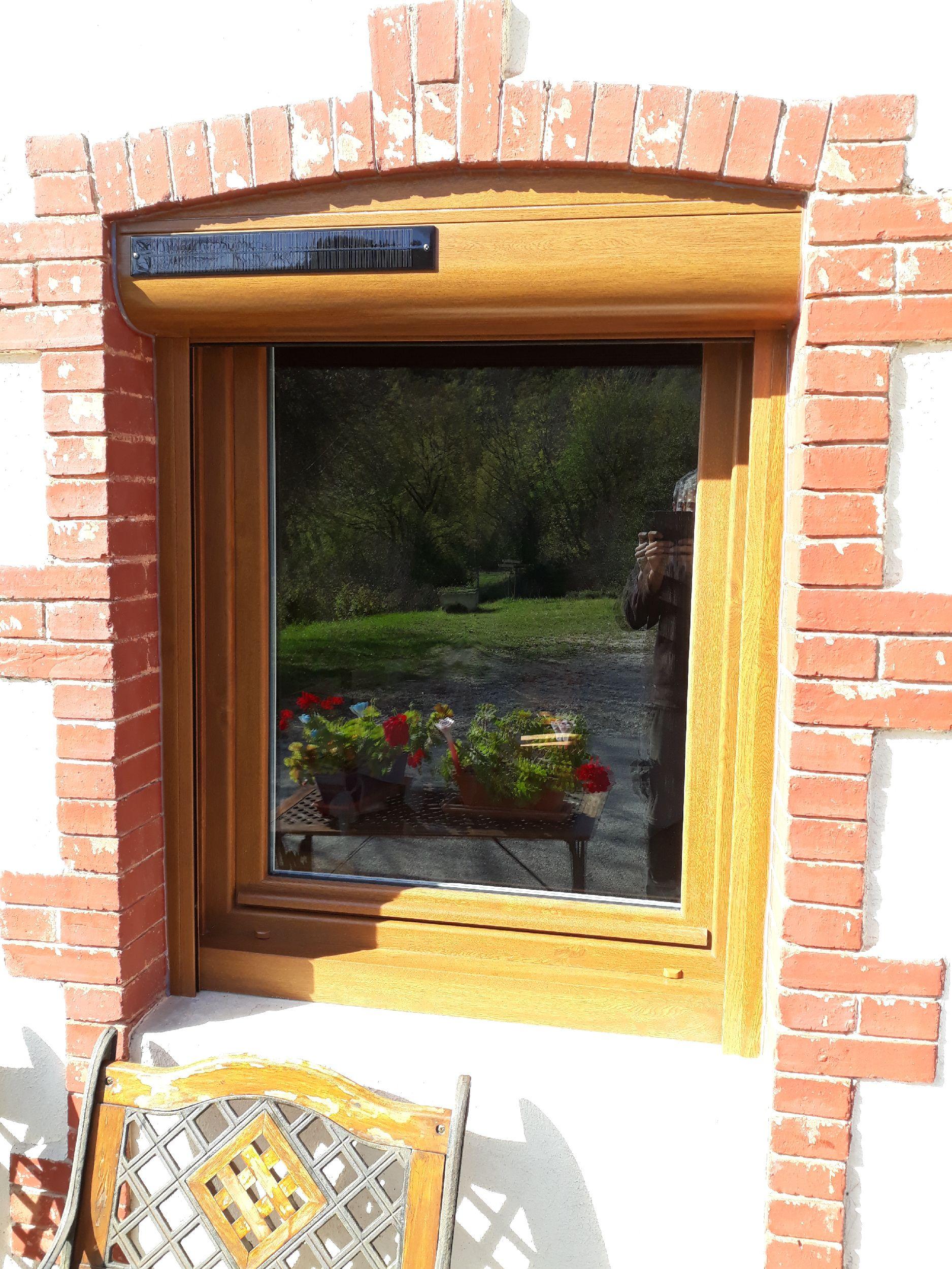 Fenêtre PVC imitation bois + Volet roulant SOLAIRE