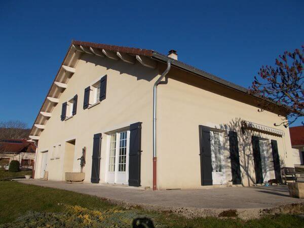 Rénovation d'une maison avec volets battants en Aluminium isolé - APRES